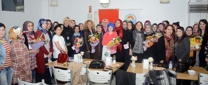 Tuzla Belediyesi Kent Konseyi Kadın Meclisi, Çalışan Kadınlara 'Bilgi' Hediye Etti