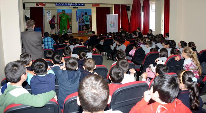 Tuzla Belediyesi Miniklere Geri Dönüşümü Tiyatro ile Anlattı