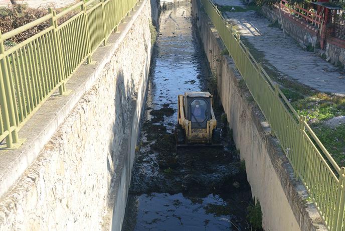 Tuzla Belediyesi, Dere Temizliğini Sürdürüyor