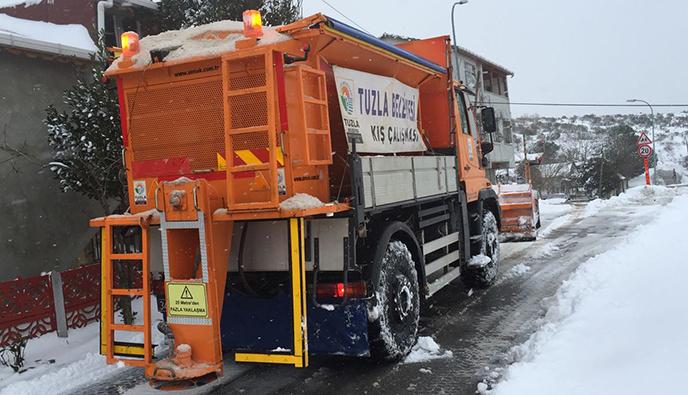 Tuzla Belediyesi, Karla Mücadele Çalışmalarını Aralıksız Sürdürüyor